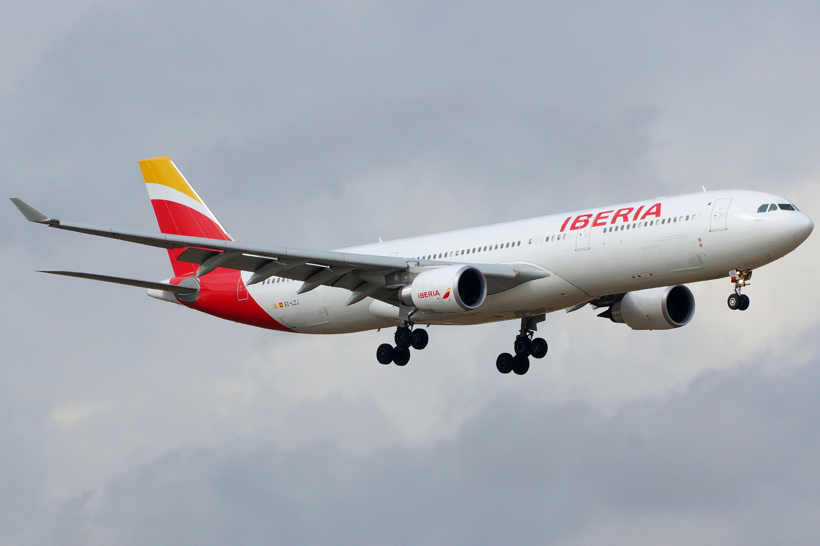 finnair extends the lease of an airbus 330 from iberia for its miami route airbus 330 from iberia for its miami route