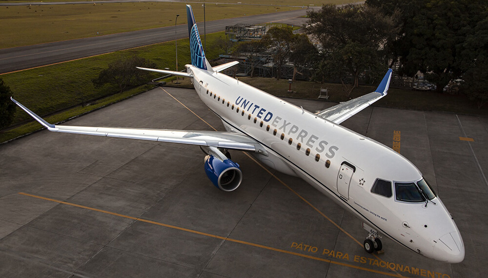 United Express Embraer 175